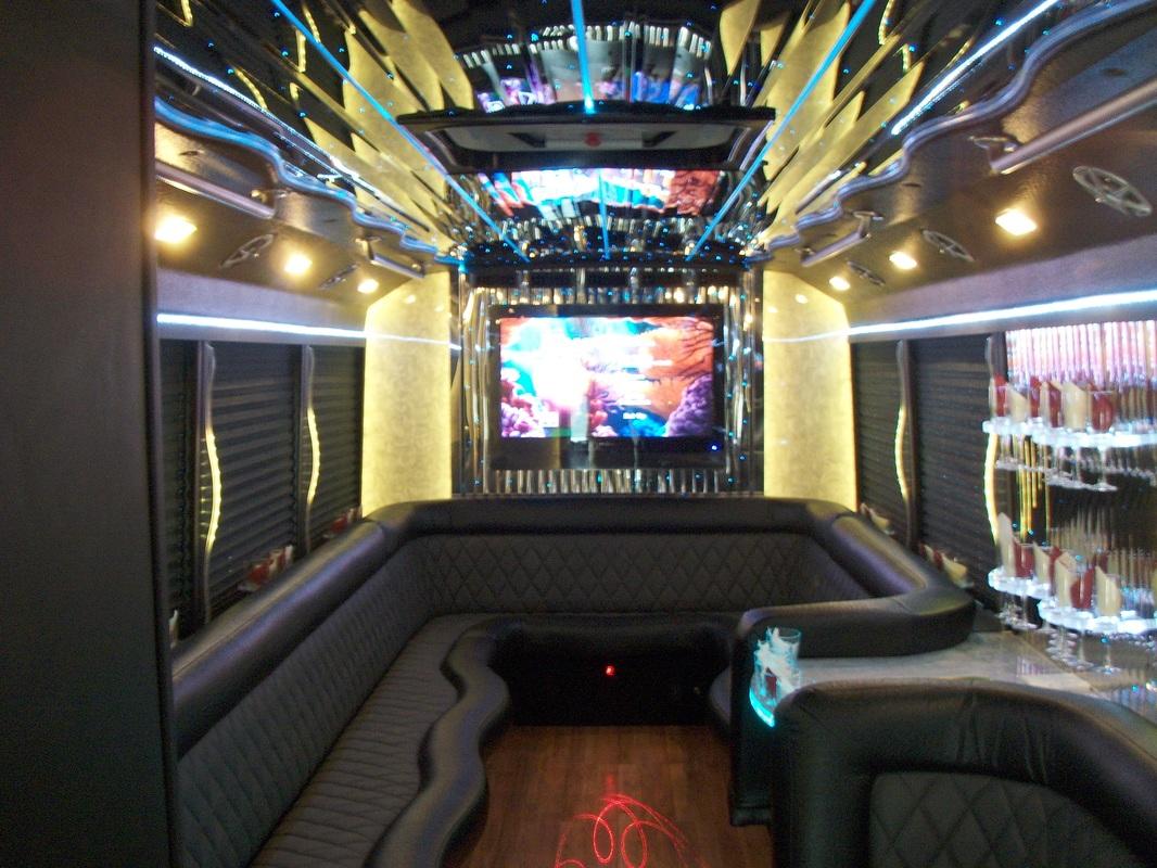 24-passenger-coach-interior_orig